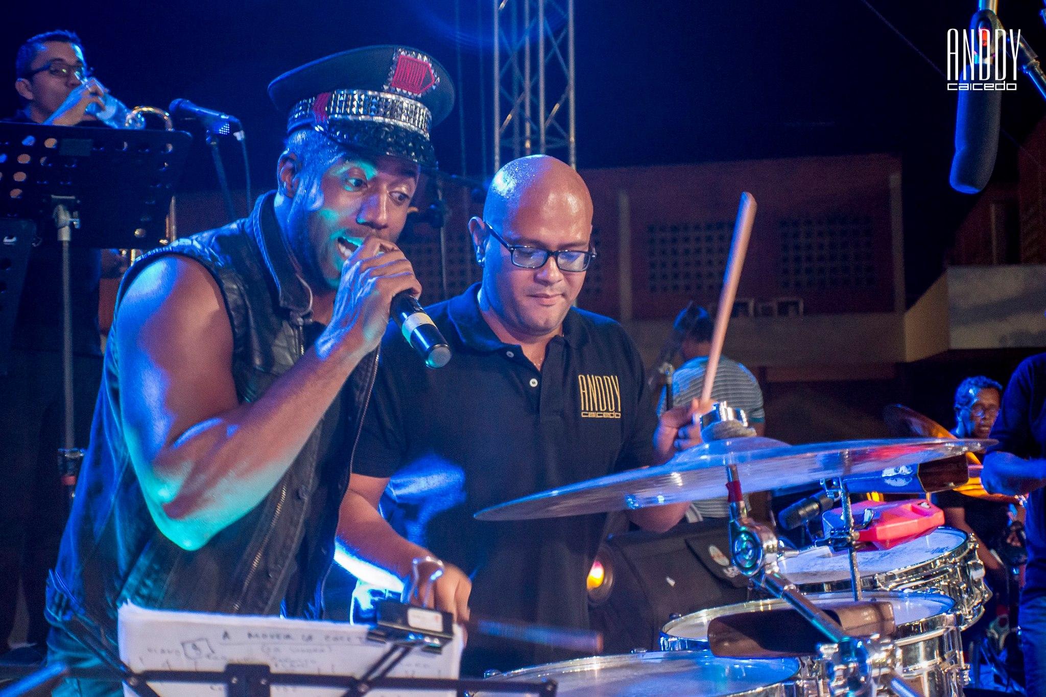Anddy Caicedo cantante de salsa en vivo